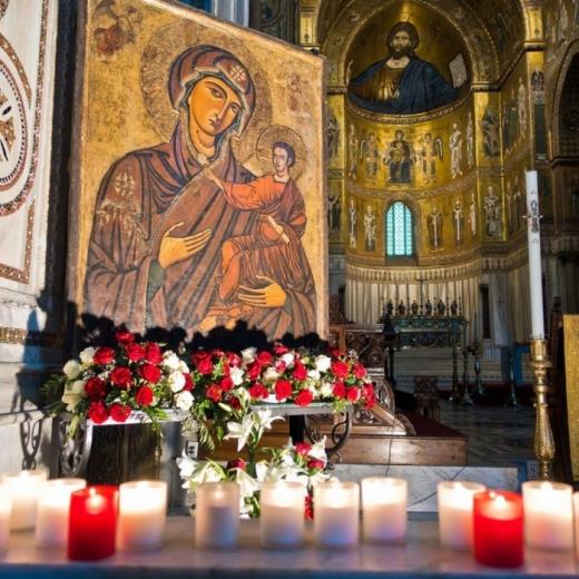 Zi specială pentru români! Peste două milioane de persoane, sărbătorite de Sfânta Maria.