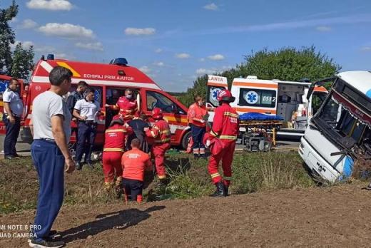 Accident GRAV de autobuz, cu 19 victime! O persoană, transportată cu elicopterul la spital în Cluj