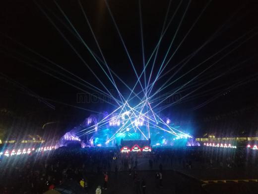 VIDEO. Tinerii s-au distrat pe cinste la Untold. Energie și vibrație în prima zi de festival