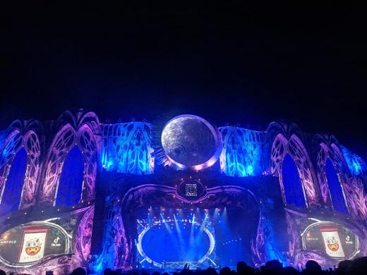 Cine va urca pe scena Untold în această seară? Cei mai așteptați artiști, pregătiți să-și încânte fanii în cea de-a doua zi a festivalului.