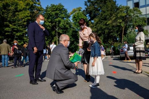FOTO. Emil Boc, mesaj pentru elevii clujeni, în prima zi de școală