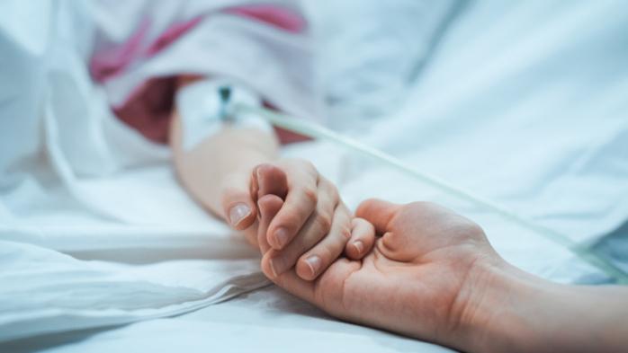 Părinții infectați cu Covid-19, tratați în secțiile de pediatrie, alături de copiii lor