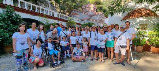 """Copii bolnavi cronici au aprins o lumânare pentru colegii lor morți, la mănăstire în Grecia. Ungureanu: """"Au suferit cumplit"""""""
