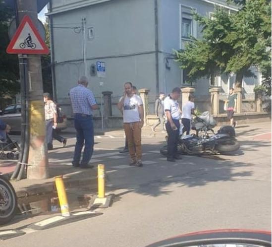 Accident pe strada Dorobanților! Impactul a avut loc între o mașină și o motocicleta