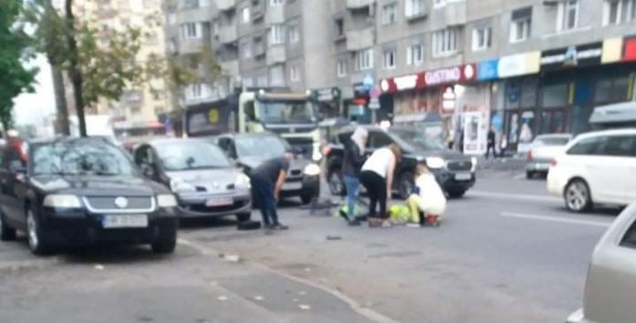 Biciclist, LOVIT în plin de o mașină în Cluj-Napoca. Bărbatul a ajuns la spital
