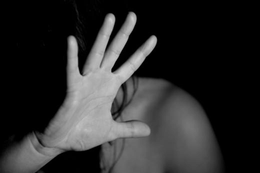Clujeanul care şi-a lovit fosta soție cu o țelină a scăpat de pedeapsă. Femeia și-a retras plângerea.