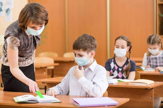 Haos în școlile din Cluj-Napoca! Elevi depistați cu COVID-19, ore desfășurate în ONLINE