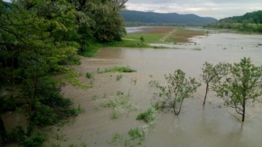 Mai multe drumuri și podețe din județul Cluj, afectate de inundații, vor fi refăcute