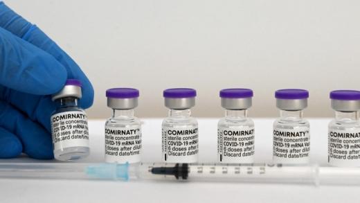 Vaccinarea cu doza 3 ar putea începe de săptămâna viitoare. Ce fac cei vaccinați cu AstraZeneca?