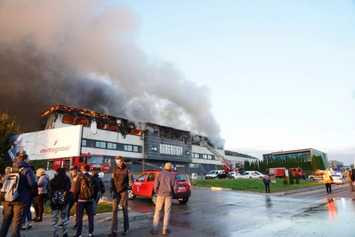 VIDEO. FLĂCĂRI uriașe în zona Tetarom! Un val de fum a acoperit Cluj-Napoca