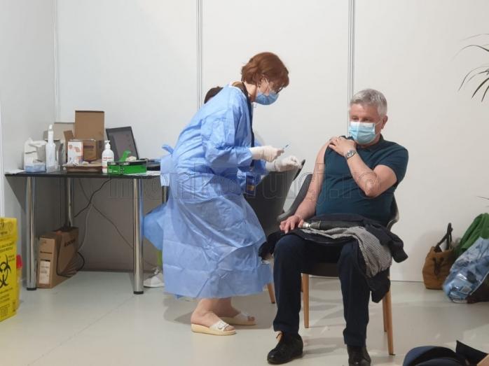 """Iohannis: """"Vaccinarea va trebui să devină OBLIGATORIE pentru unele categorii de persoane"""". Restricții diferite pentru persoanele nevaccinate."""