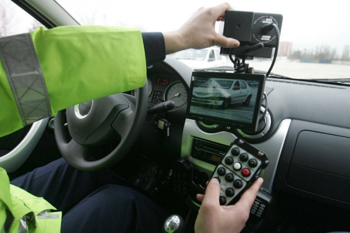 Șofer VITEZOMAN, prins cu 104 km/h pe Calea Turzii. S-a ales cu amendă și cu permisul suspendat.