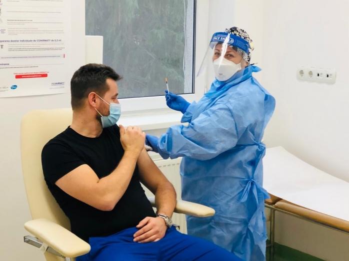 Românii au luat cu asalt centrele de vaccinare! Număr record de doze administrate în ultimele ore