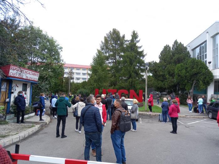 FOTO. Au început cazările la UTCN. 20.000 de studenți merg la cursuri și cămin FĂRĂ VACCIN