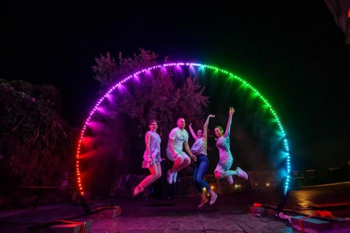 Expoziție de-o seară în Parcul Central din Cluj-Napoca: One Night Gallery Love RIZI aduce 9 instalații interactive de admirat sâmbătă seara la Centrul de cultură urbană Casino