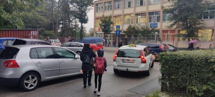 FOTO. Drumul spre școală, o cursă cu obstacole pentru elevii din Cluj