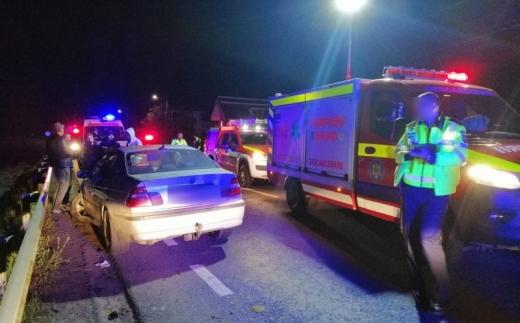 FOTO. Accident GRAV în localitatea clujeană Sânpaul. Un bărbat ÎNCARCERAT, dus de urgență la spital