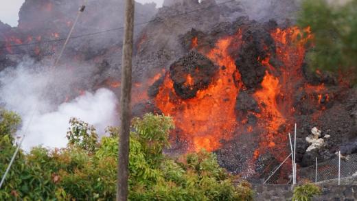 """Profesor de fizică despre erupția vulcanului din insula La Palma: """"Norul de poluanți se va extinde în toată România"""""""