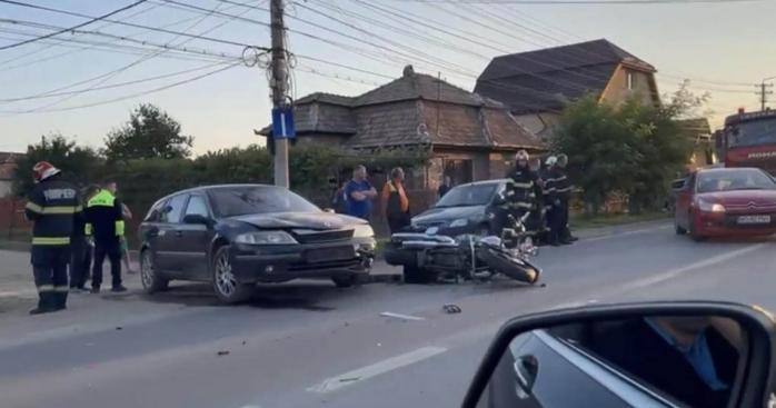 FOTO. Accident GRAV în Turda! Un motociclist a fost transportat la SPITAL