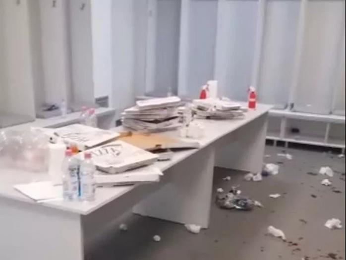 VIDEO. Campioni pe teren, repetenți la civilizație! Jucătorii lui CFR Cluj au provocat un dezastru în vestiarul de la Arad