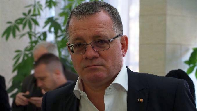 Adrian Oros își va depune marți demisia din funcția de ministru al Agriculturii și Dezvoltării Rurale