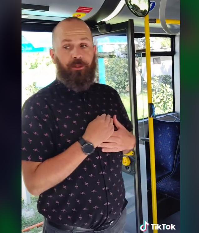 Șoferul CTP, vedetă pe Tik Tok, promovează Vinerea Verde într-un nou clip amuzant. VIDEO