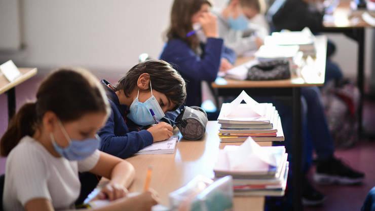 Elevii din trei școli din Cluj-Napoca merg FIZIC la cursuri... pentru o zi. De luni începe vacanța