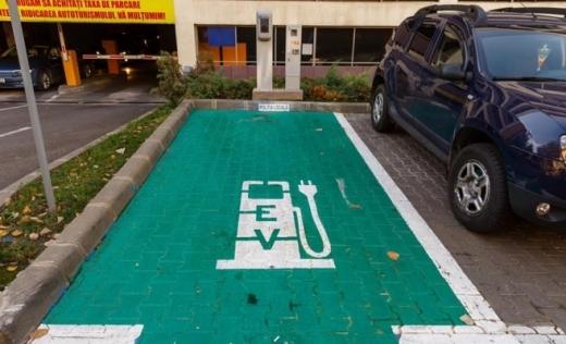 Câte stații de încărcare pentru mașinile electrice are Clujul, față de alte orașe din țară? Municipalitatea vrea să extindă rețeaua.